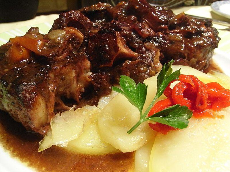 Estofado de Toro plato típico San Fermín